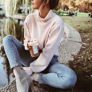 Ribbed knit turtleneck billowed sleeves sweater